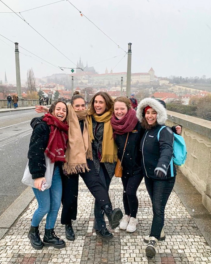 Ceiledh with 4 friends on a bridge sidewalk.