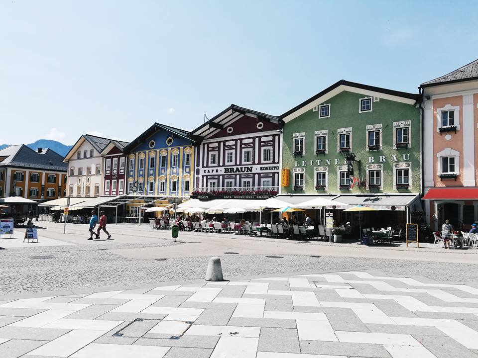 a plaza in Mondsee with colourful building and outdoor patios