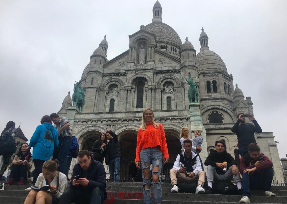 Sarah Jane on the steps of Sacre-Coeur