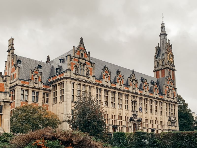 Picture of the building of the host university in Brussels.