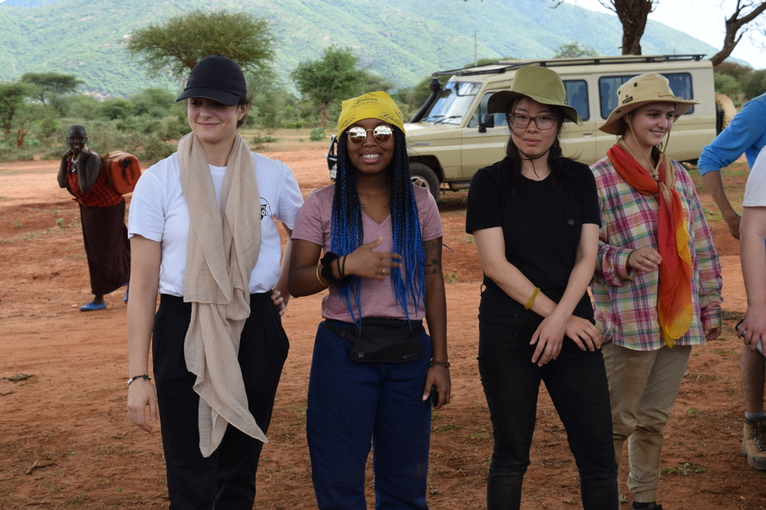 Briauna in Tanzania with fellow students in BUSI 3117.