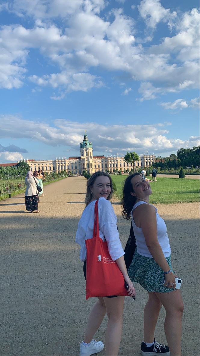 2 friends in Berlin in front of a castle
